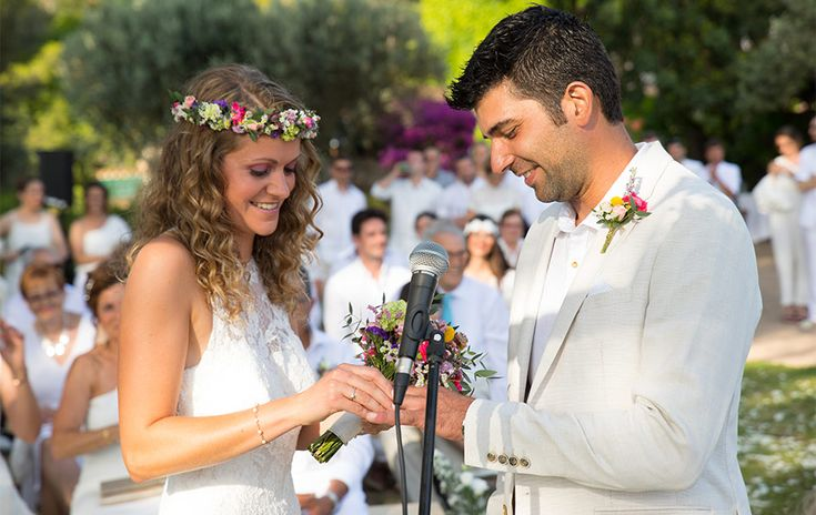 Weddnig Mallorca- Soller- the ring moment- Crown of flowers- wedding in white- white party celebration