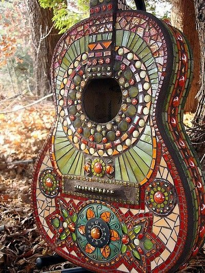 I like the mosaic detail on this guitar: Music, Mosaics Art, Idea, Guitar Art, Gardens Art, Mosaics Guitar, Instruments, Crafts, Recycled Gardens