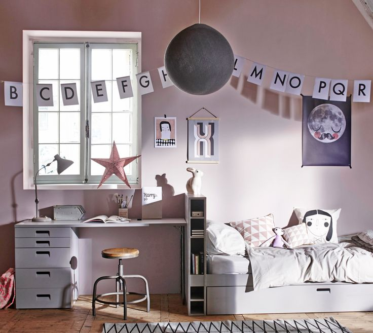 Pastel colored childrens bedroom with industrial furniture, bed and desk Store, a letter banner and  stool by vtwonen with accessoires from @brutamsterdam, Six and Sons, De Kleine Zebra, piedaterre.nl, Livv Lifestyle, Playtype, De Ru, Rafa Kids, Ferm Living, Sukha Amsterdam,  Cotton Balls and Ikea. | Styling @cscheulderman | Photographer Jeroen van der Spek | vtwonen May 2015 | #vtwonencollectie