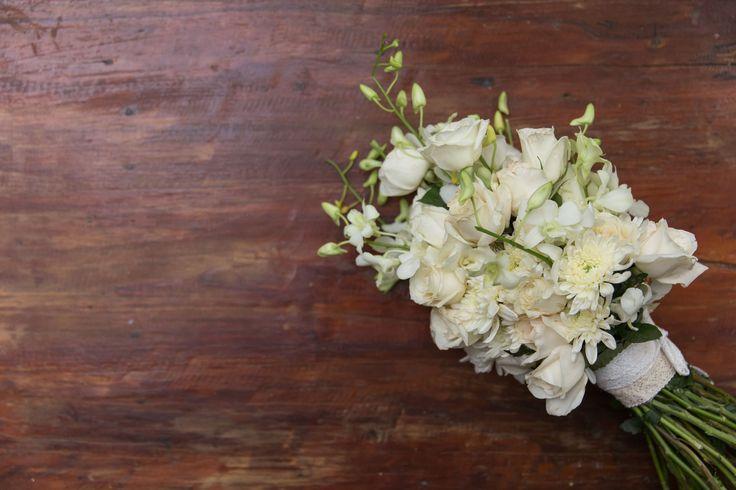 White theme Bride's Bouquet , Hotel Tugu Lombok