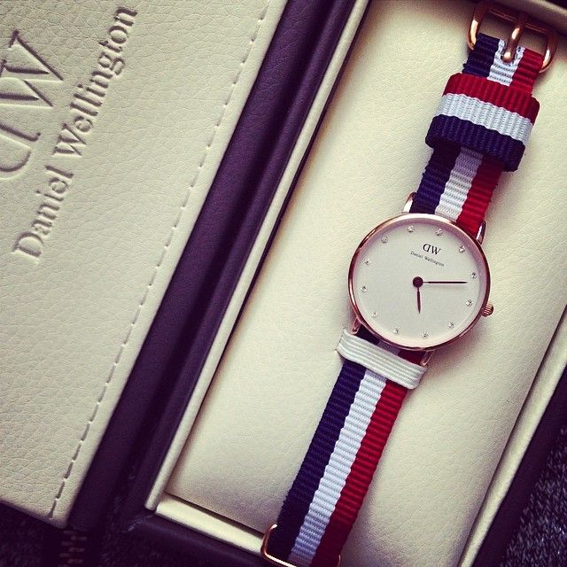 Daniel Wellington's THE CLASSY CAMBRIDGE rose gold watch available at www.mulierstore.com