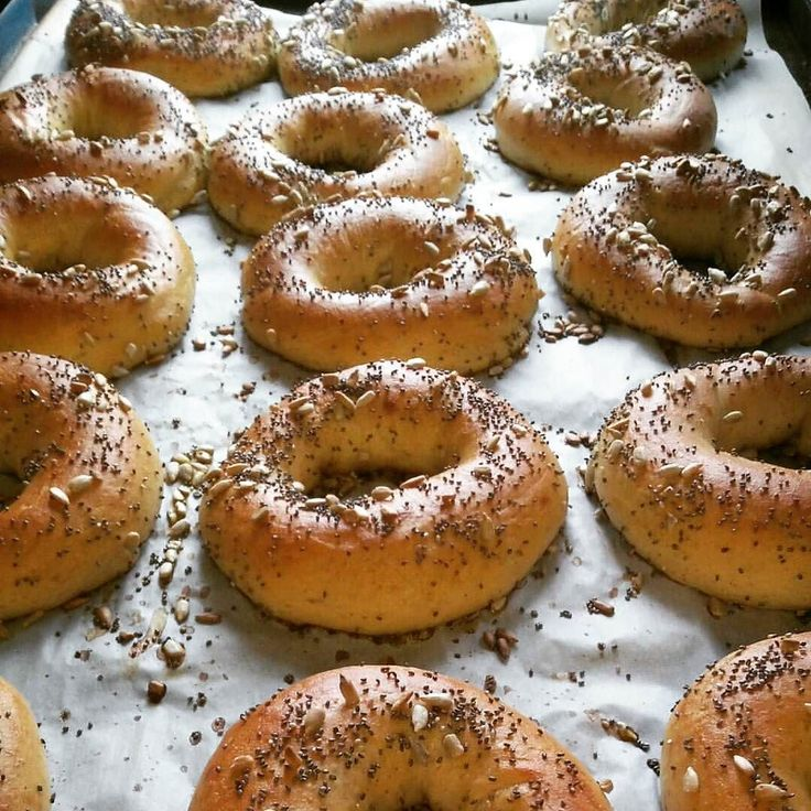 #sourdough bagels topped with sunflower and chia seeds for a local gym #realbread #merlinsbakerycafe #roarfuel #ormskirk #burscough #slowfood #foodandfarming