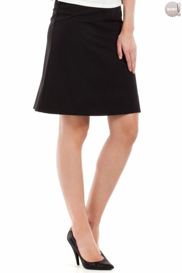 Gładka spódnica na podszewce, zapinana z boku na kryty zamek błyskawiczny. #spódnica #kobieta #moda #trendy  #czerń