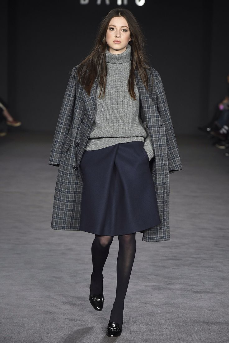 Daks Fall 2017 Classic A-line skirt, a grey turtleneck pullover and a chequered coat make a chic, retro officeoutfit.