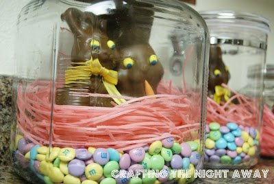 Easter decoration: bunnies in a jar