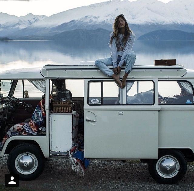 Louer ou acheter un van, faire ses affaires et prendre la route pour une destination lointaine. Sortir de cette routine, s'évader sans limite