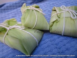 Humitas ~  • 12 choclos  • 1 cebolla grande   • albahaca   • 1 taza leche   • Sal   • Aliños a gusto