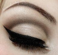 Mineral Makeup: Lana Del Rey, Eye Makeup, Cat Eye, Wings Eyeliner, Wings Liner, Cateye, Makeup Eye, Eyeshadows, Eye Liner