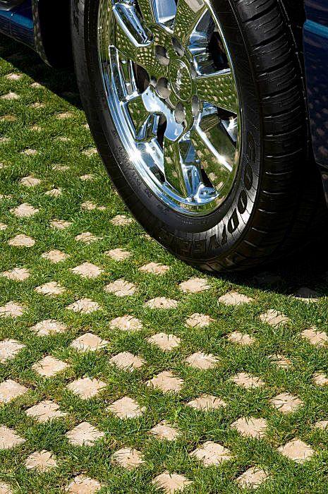 Зеленый газон для парковки. Плитка для парковки Drivable Grass