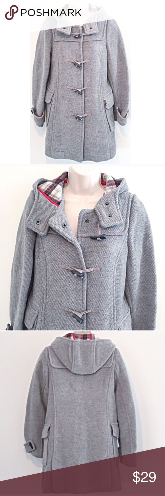 """❣️BOGO 1/2 off❣️🆕 Old Navy wool hooded pea coat Flawless / like new condition. Wool/acrylic/nylon blend. Red, white, & blue plaid lining. Size xs. Measures approx 32"""" long, 20"""" flat across chest, & 20"""" sleeves. ❣Bundle your likes for a private sale offer!❣ ✖️I do NOT MODEL✖️ 🔴Bundle to save! 🔴NO TRADES. 🔴REASONABLE offers welcome via offer button. Smoke free home. Fast shipping! Old Navy Jackets & Coats Pea Coats"""