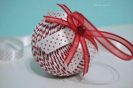 Decora unas hermosas esferas para esta navidad usando hilo, cuerda o lana. Comienza a trabajar en ellas desde ahora!!!! Materiales: Esferas ...