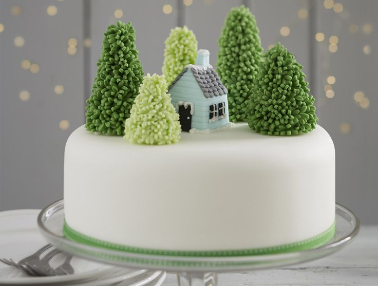Christmas is just around the corner so now's the time to start thinking about how to decorate your cake. This Snowy Forest Cake will be sure to wow!