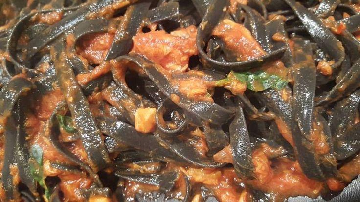 Squid Ink Linguine with Tuna Sauce #tuna #linguine #squid ink #fish #italy #sicily #poisson #recipe #ricette #tabarè #gourmet