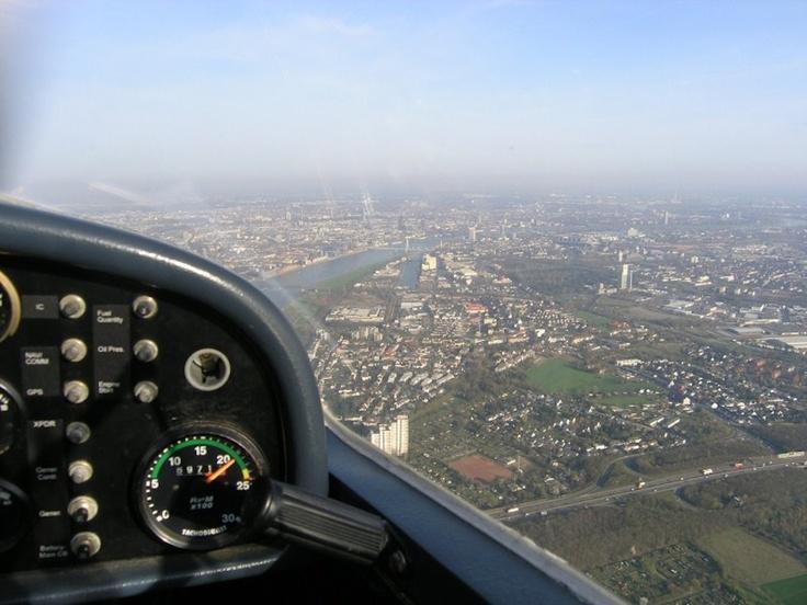 Eifel-Rundflug wahlweise über den Laacher See mit der Klosteranlage Maria Laach oder den #Nürburgring