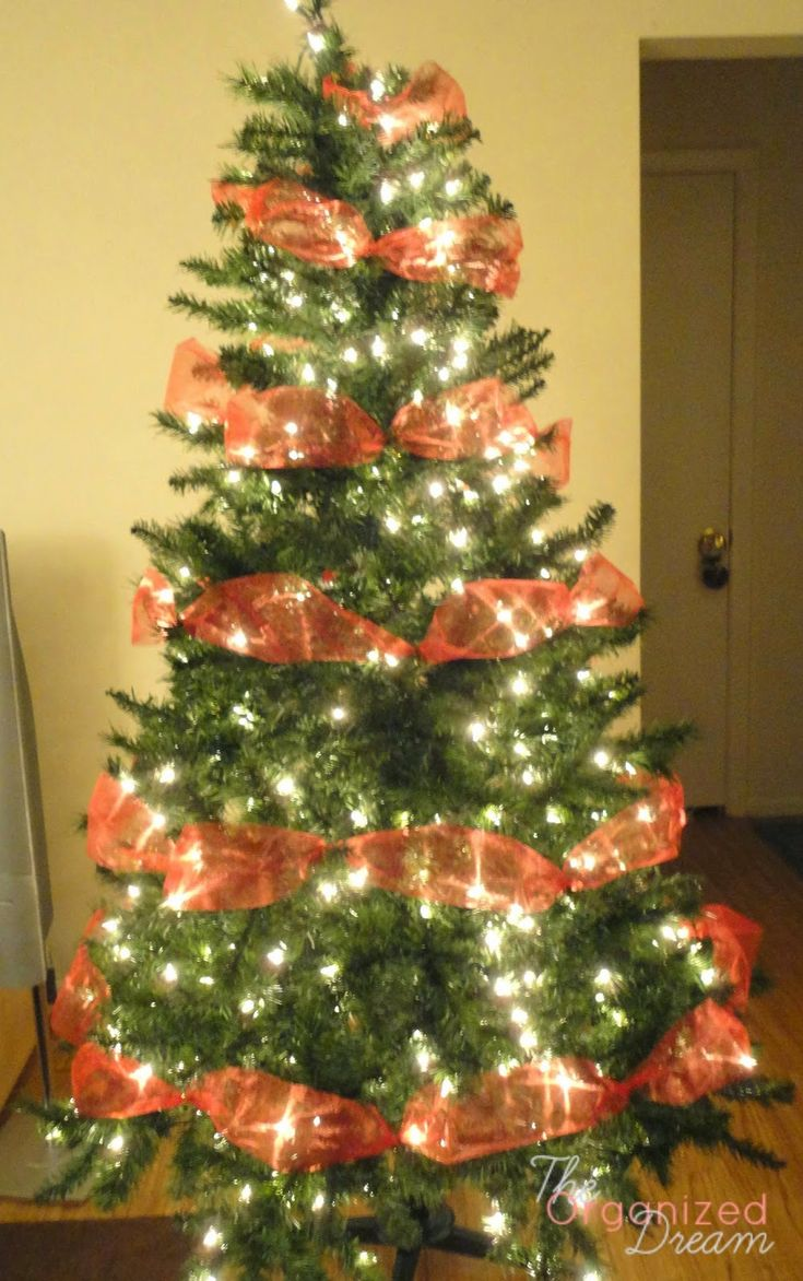 How to decorate a christmas tree with mesh netting - The Organized Dream How To Decorate A Christmas Tree With Wide Mesh Ribbon