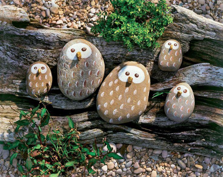 Einfache Maltechnik, große Wirkung: In unserer Kreativwerkstatt verwandeln sich Steine in dekorative Stein-Eulen. Da machen alle große Augen!