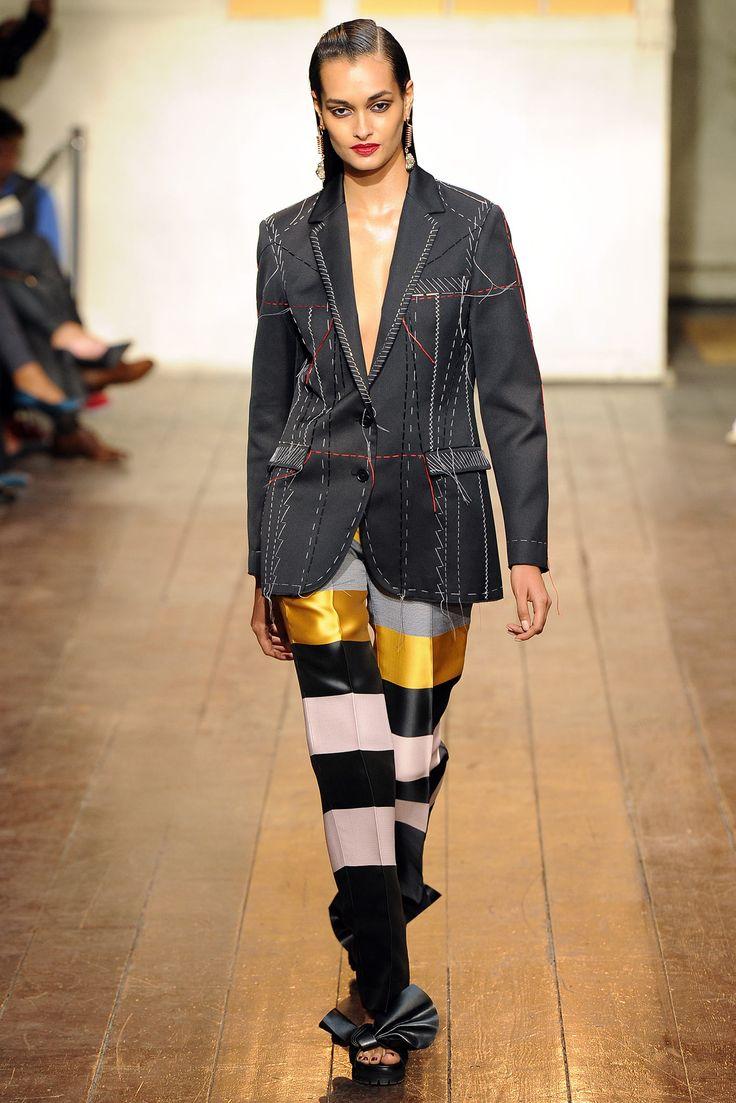Gizele Oliveira Opens the show for Cédric Charlier – Spring 2015 RTW #fashionshow #Paris #PFW #brazilianmodel #ragazzomgmt #runway #ss15 #agenciaragazzo #gizeleoliveira #neotop