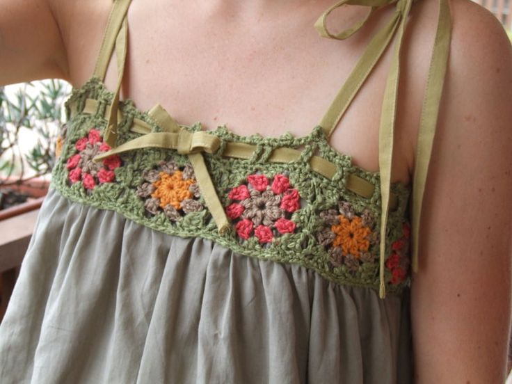 Beautiful dress!! Wish there were more detailed instructions. My french isn't all there so if it was in english that would be a bonus.