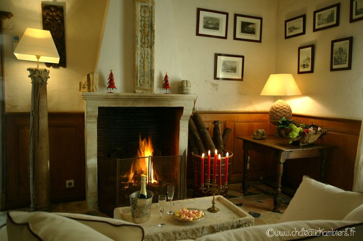 #fireside #autumn #french #decoration #warm #cosy #chateau #aucoindufeu #Chambiers #Angers #Loirevalley http://www.chateauchambiers.com/