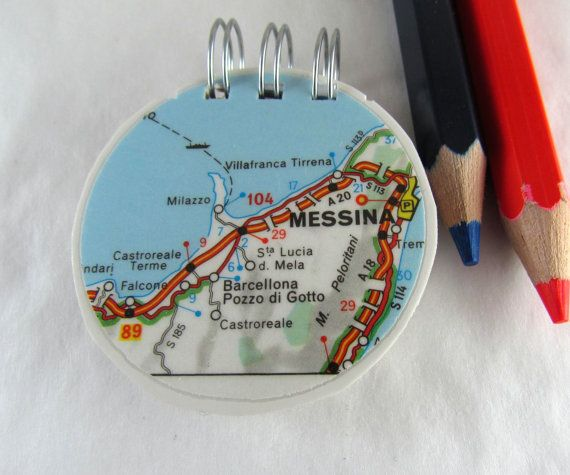 Round notepad, recycled map, Italy gift, eco-friendly stationery. Carnet rond, carte recyclée, cadeau Italie, papeterie écologique. Buy from: www.latourstudio.etsy.com #recyclednotebook