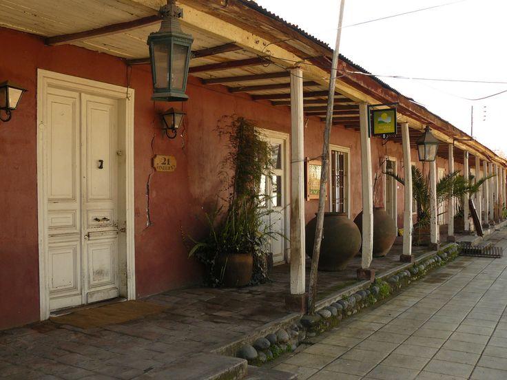 Una de las Casonas mas connotadas de Isla de Maipo por su valor patrimonial es la Casona Quezada López, que guarda las tradiciones del pueblo.