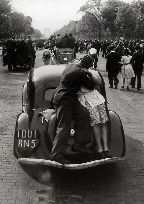 The liberation of Paris, August 1944  (By Robert Doisneau)