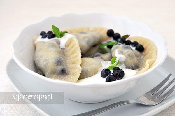 Pierogi z jagodami, pierogi z owocami, pierogi z owocami leśnymi, http://najsmaczniejsze.pl #food #dumplings