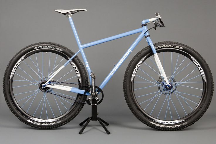 Custom English Cycles 29'er. Lovely mix between state of the art framebuilding and classic styling.