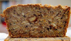 """Przepis na ten chleb dostałam od Mamy, która znalazła go w jakiejś gazecie:) Nieco przypominał znany pewnie wszystkim """"chleb zmieniający ż..."""