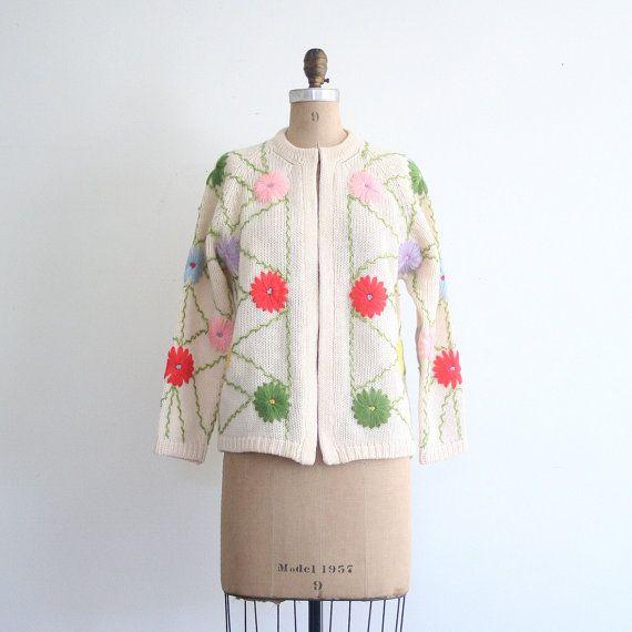 1960 年代の柔らかいウールのカーディガン  花刺繍/シャーベット パステル  甘いかわいいパステル by AgeofMint                                                                                                                                                                                 もっと見る