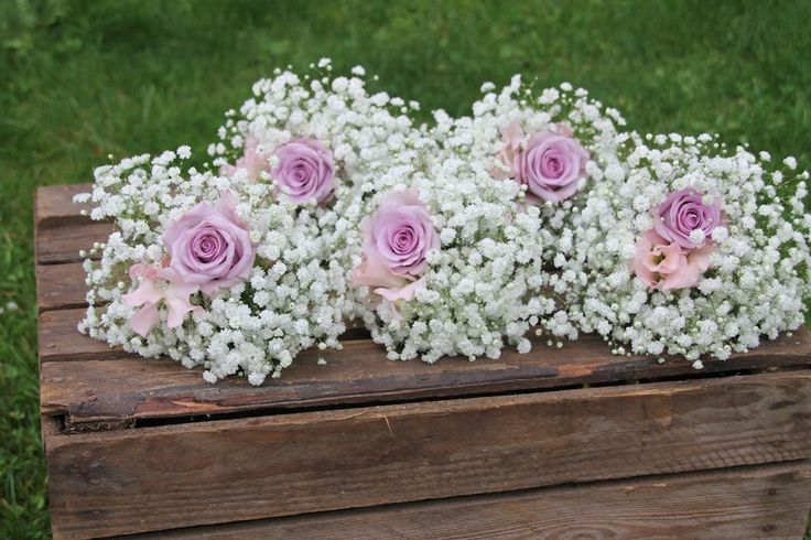 Fem brudepikebuketter // Five bridesmaid bouquets