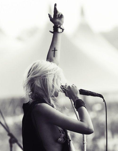 .: Taylor Momsen, Taylormomsen, Style, Body Art, The Pretty Reckless, Tattoo'S, Tattoos Piercings, Crosses, Cross Tattoos
