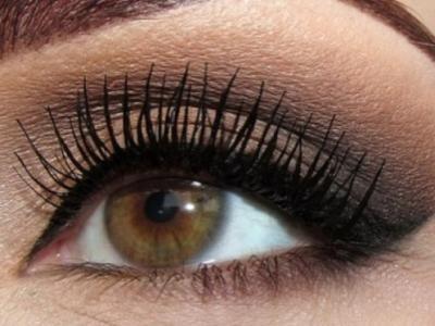 8 Makeup Tips for Hazel Eyes