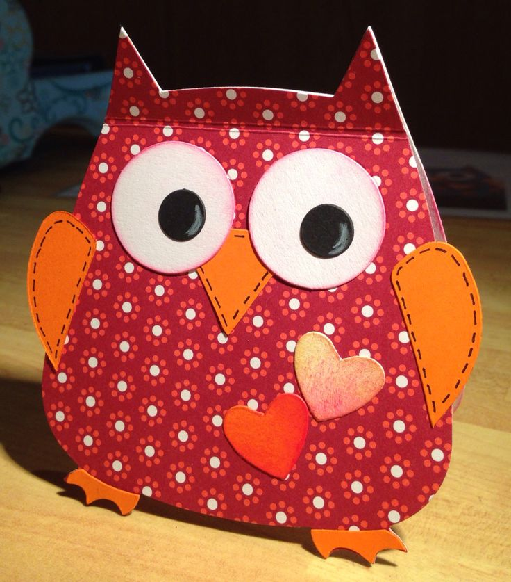 An owl card die-cut with Sizzix- it also stands :-)