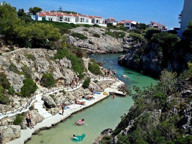 Menorca está repleta de calas (praias) maravilhosas, com uma água azul turquesa e águas cristalinas deliciosas, com paisagens fantásticas, que nos fazem brilhar os olhos de tanto as admirar, e é por isso mesmo que este primeiro post irá ser dedicado às suas praias. Vejam mais lá no blog :)