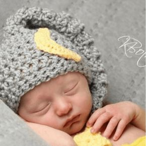 A free newborn crochet pattern that will be over the moon. Make this baby moon and star hat crochet pattern for that special little one that you love to the moon and back.