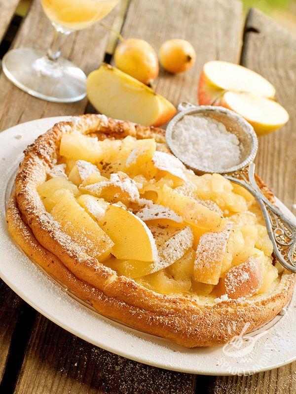 Le Frittelle olandesi con le mele sono dolci della tradizione culinaria olandese: in passato venivano servite con un buon caffè la notte di Capodanno. #frittelleolandesi