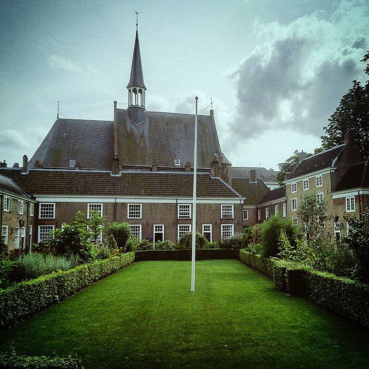 https://flic.kr/p/KqBvUw | #Randomness: 28 Begijnhof (#Breda,#2014)  #Brabant,#nederland,#Europa,#2016,#begijnhof,#Vignette,#dogpatchfilter,#Rijksmonument,#Daytrip,#Wednesday  Made with: #sonyxperiaz (BY: #KJVW 2014-2016)  #Beentheredonethat