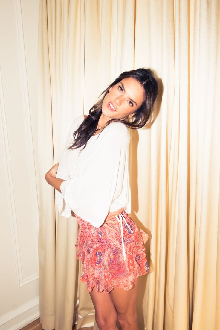 Nothing does it for the ol' self-esteem quite like an afternoon with a supermodel. http://www.thecoveteur.com/alessandra-ambrosio/