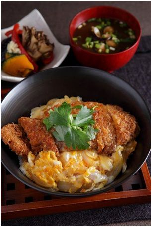 Fancy going Japanese for dinner? Check out how to cook authentic Katsudon recipe here.
