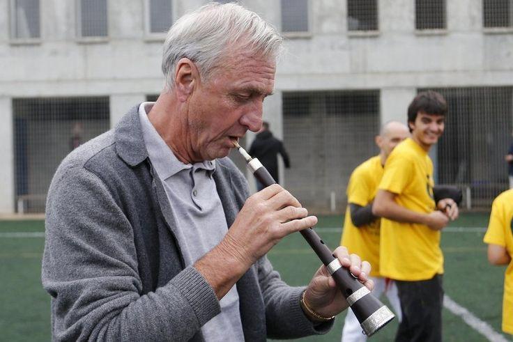 Johan Cruyff tocant la gralla el passat 14 de novembre. Imatge escollida en motiu de la festivitat de Santa Cecília, patrona de la música (22 novembre). Foto: Pep Morata #setdimatge 21/11/2014 #mesdimatge http://www.festes.org/directori.php?id=224
