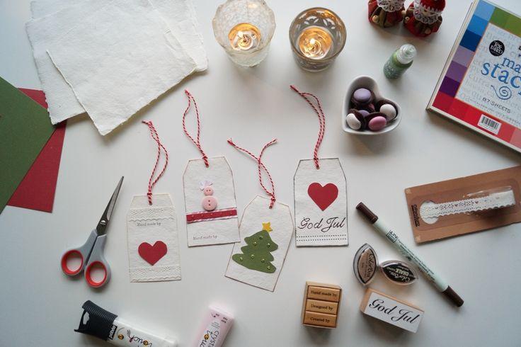 Hjemmelavede til og fra kort. Det er både hyggeligt og sjovt at lave sine egne til og fra kort til jul. Læs her hvordan de let kan laves og se billeder.
