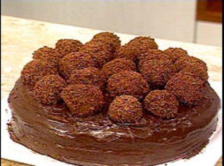 Receita de Bolo Brigadeiro - bolos Nutriday, bata bem e divida em 03 formas de pizzas de 22 cm de diâmetro untadas e polvilhadas e leve ao forno para assar. Prepare...