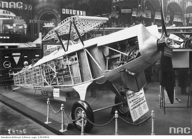 Międzynarodowy Salon Lotniczy w Grand Palais w Paryżu. Samolot Breguet Hispano typ 23, 1930