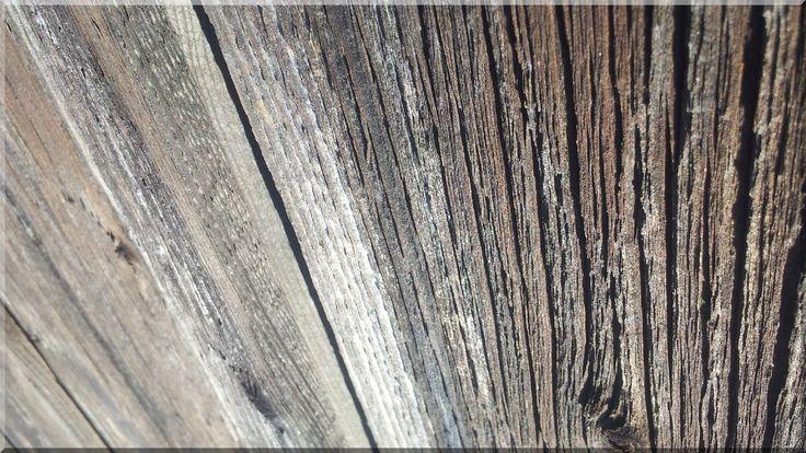Karakteres falburkolat bontott fa deszkákból