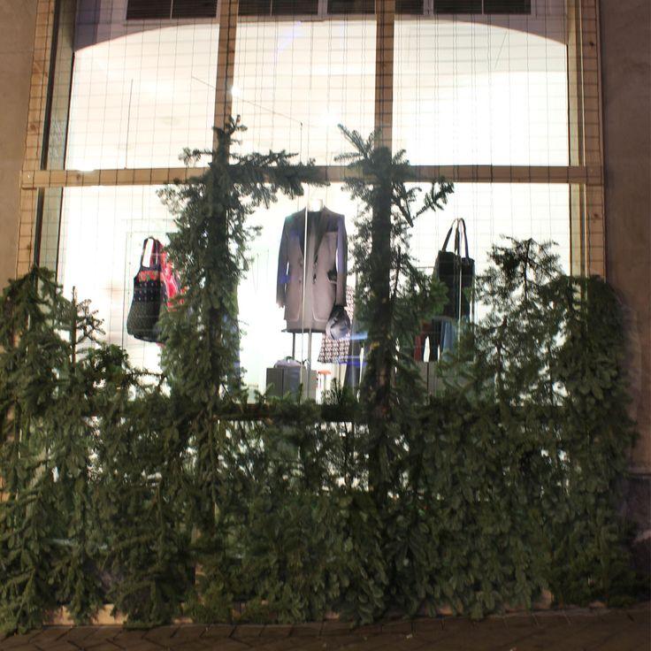Vintage capsulle + Arropame's New Edition: our shop window. #arropame #conceptstore #bilbao #vintage #fashion #shopping  #gifts #regalos http://arropame.com/nada-es-mas-valioso-que-aquello-que-el-resto-no-puede-encontrar/