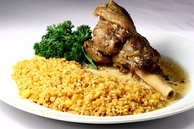 sofisticado prato de cordeiro, receita do restaurante Arábia, em São Paulo.