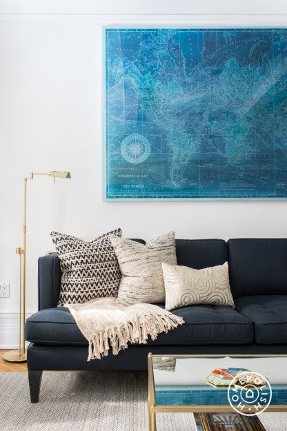 Those Loloi pillows are sitting pretty on that navy couch. Room designed by @homepolish