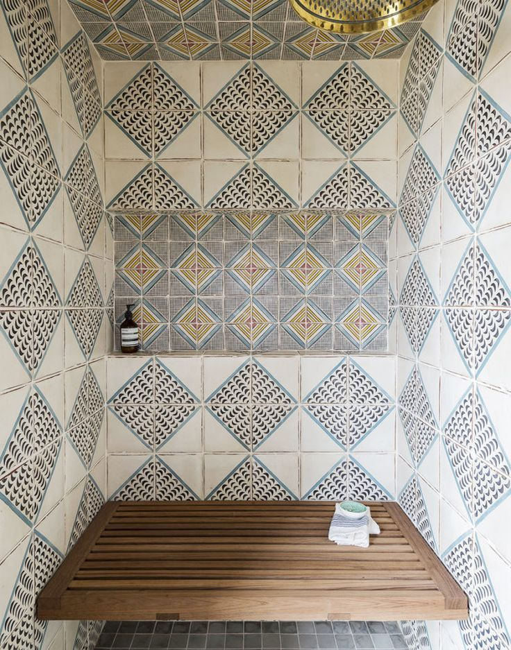 Love love love the mix of tiles in this shower.