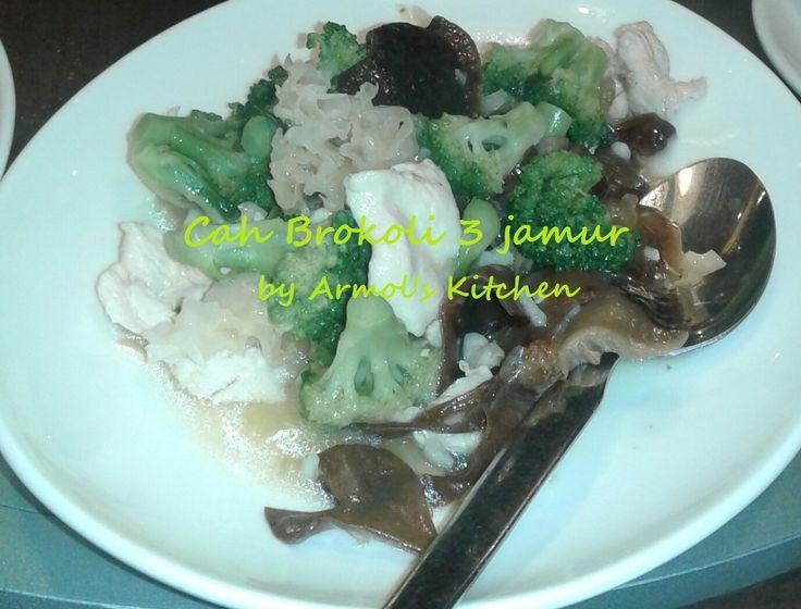 CAH BROKOLI 3 JAMUR    Brokoli dimasak bersama 3 jamur dengan bumbu bawang putih dan sedikit bumbu masakan Cina  Simak resepnya http://aneka-resep-masakan-online.blogspot.com/2016/07/resep-cah-brokoli-3-jamur.html